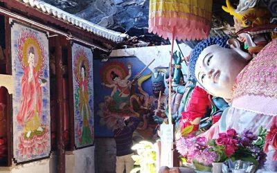 El templo Baoxiang en la montaña Shibaoshan-Yunnan