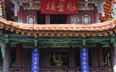 El animado Templo Dorado de Kunming en los primeros años del siglo XX