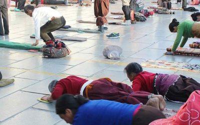 Las postraciones rituales de los peregrinos tibetanos